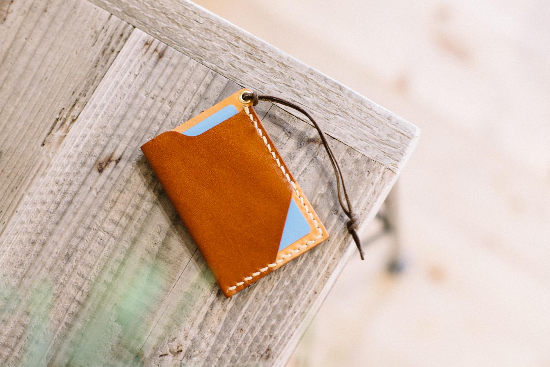 革色のコントラストが楽しめる手縫いのパスケース | STICO パスケース 14027(C)