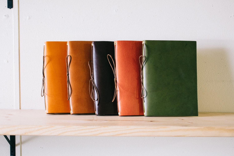 革のノートのカラーバリエーション