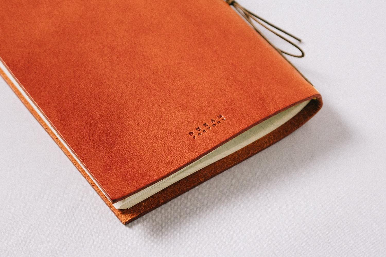 Redteaの革のノート