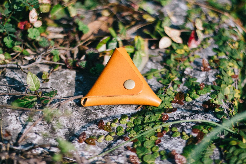 小さな三角形のコインケース   DURAM トライアングルコインケースS 15016(B)