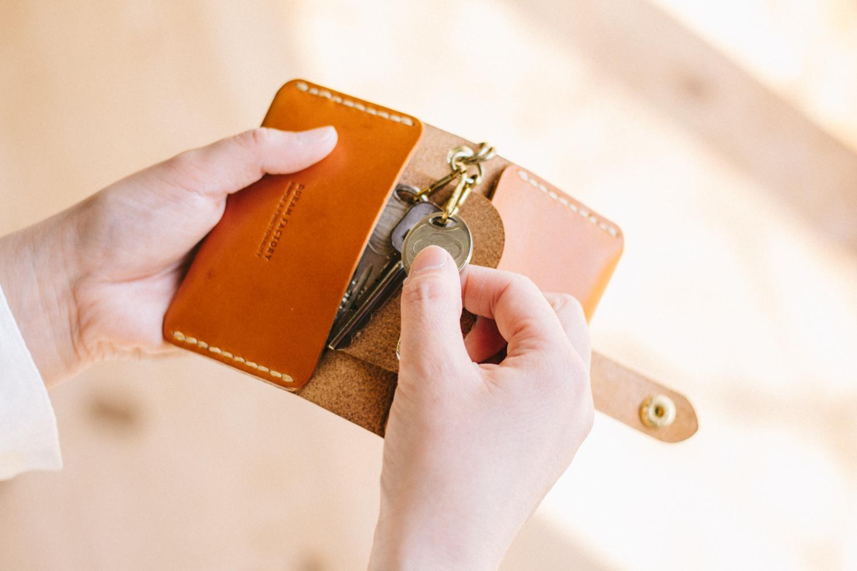 鍵とカードが入るキーケース
