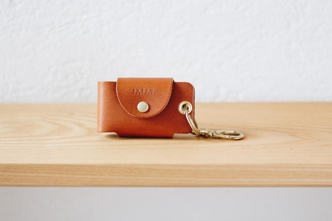 かさ張る鍵をスマートにまとめる革製キーケース   DURAM スマートキーケース