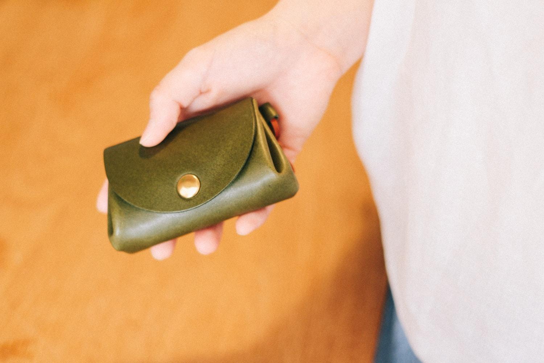 手のひらサイズの革財布