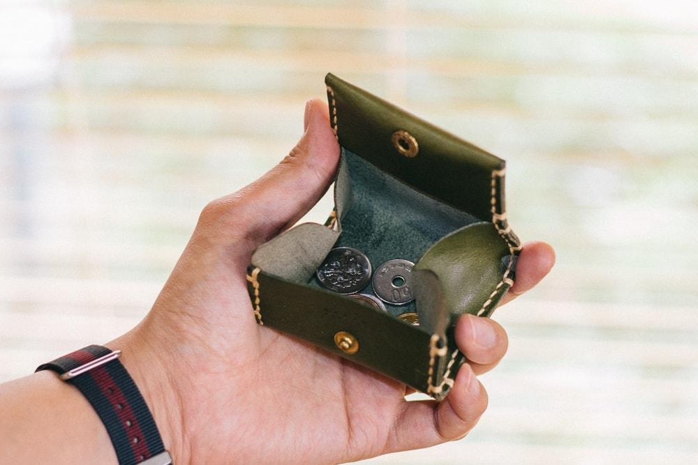大きく開くコインケース