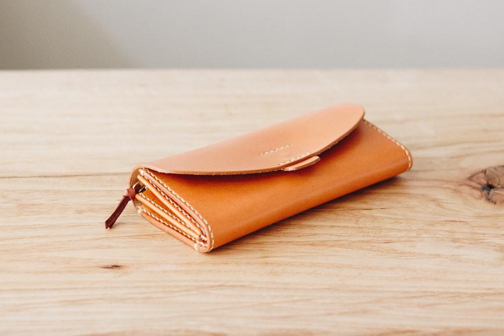 手仕事の暖かみを感じるハンドメイドの長財布 | DURAM クラシック 長財布7017(D)