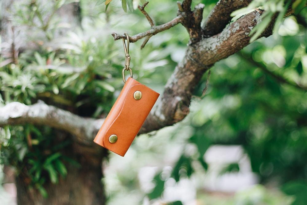 真鍮無垢のフックを使ったナチュラルな革のキーケース   DURAM フック付きキーケース 9031(B)