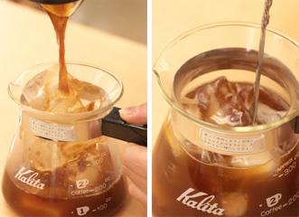出来上がったコーヒーを氷の中に一気に注ぎます。
