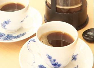 カップに注いでおいしいコーヒーをお楽しみください。