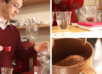 コーヒーの粉をなるべく細かくして入れます。