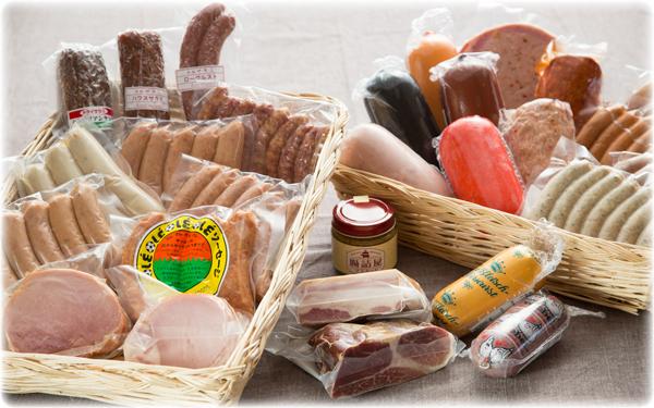 当サイトで販売している製品は、ドイツで活躍するフライッシュマイスターの教えを忠実に守って製造したもの。100年以上にわたって継承された技術を駆使してていねいに肉を熟成させ、安全で美味しい本場の味を全国の皆さまにお届けしています。