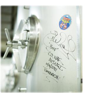 八ヶ岳地ビール醸造タンクのサイン