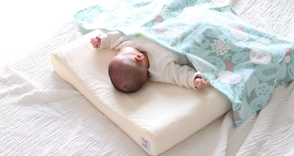 赤ちゃんがスヤスヤ眠っている写真