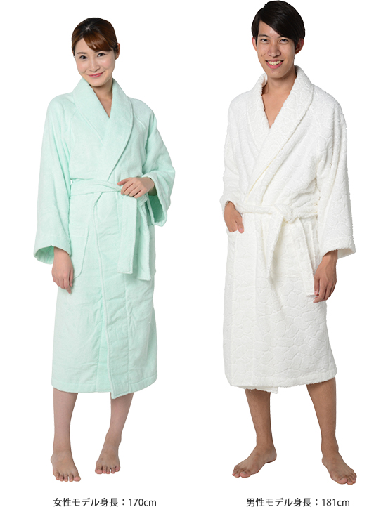 絹綿美人のホテルタイプ、極柔タオル仕様のバスローブ着用イメージ