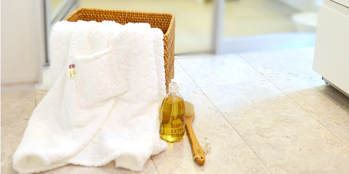 富岡産シルクアミノ酸を今治タオルに加工した絹綿美人のバスドレスのバスタイム後のイメージ
