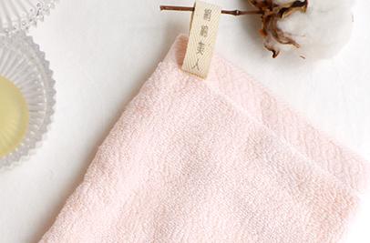 富岡産シルクアミノ酸を今治タオルに加工した絹綿美人のバスミトンのループ状のネームイメージ