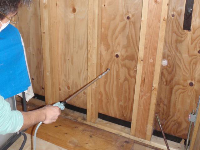 BEWを壁下地に塗布