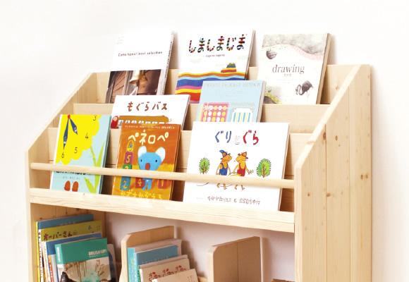 子どものこれ読みたい!を刺激する表紙が見える絵本棚