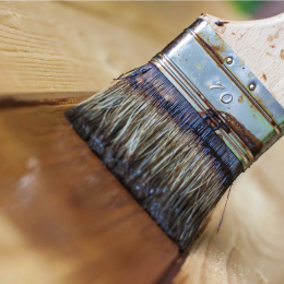 絵本棚は安心の水性塗料と接着剤