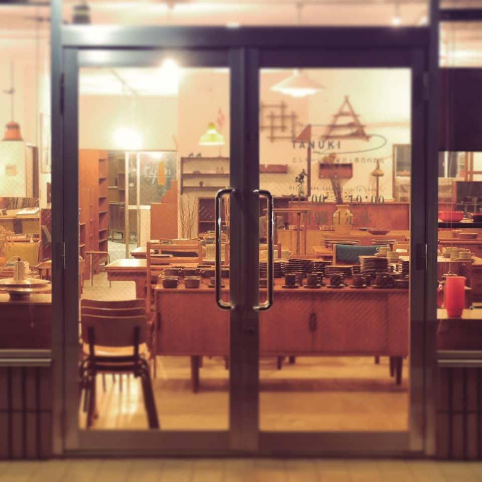 北欧家具tanuki店舗入口